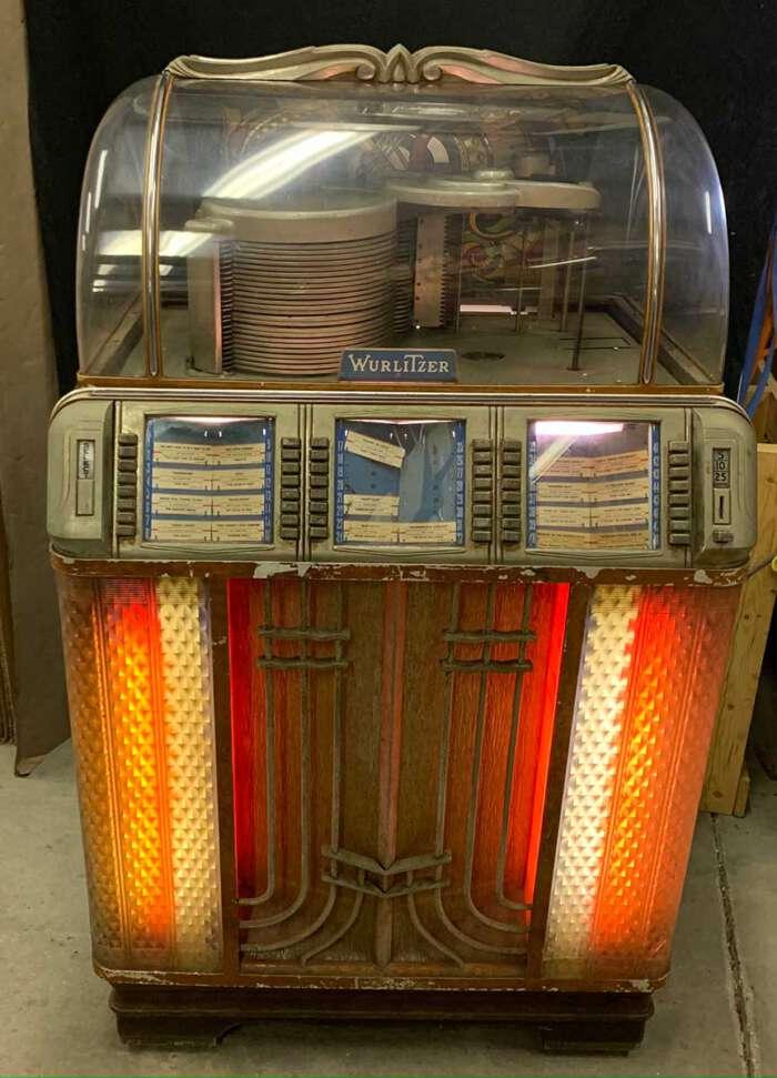 Wurlitzer 1952 Model 1400 jukebox