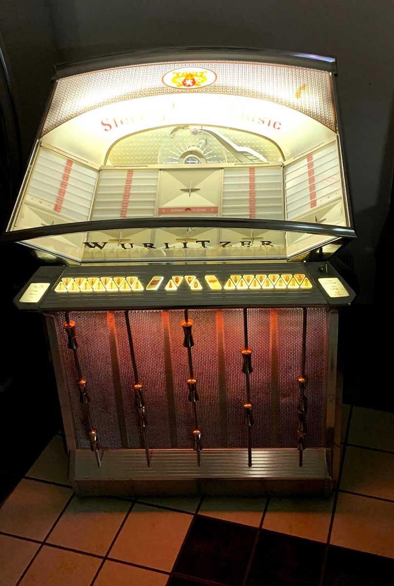 Wurlitzer Model 2504 Jukebox